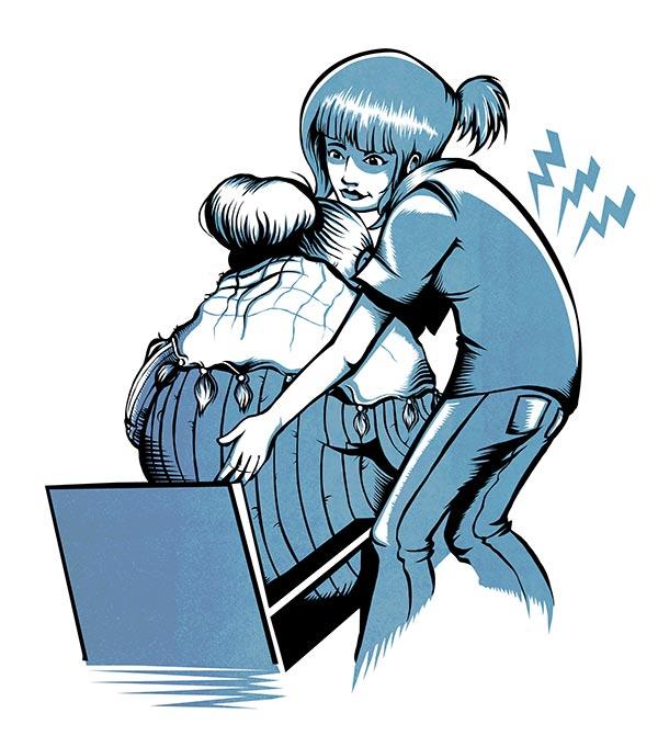 En teckning av en vårdare som hjälper en äldre person ur en stol. Pilarna på ryggen indikerar belastningen.